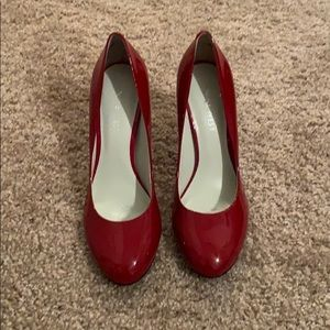 Brand new Nine West Size 5 pumps, red patent